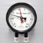 双針圧力計